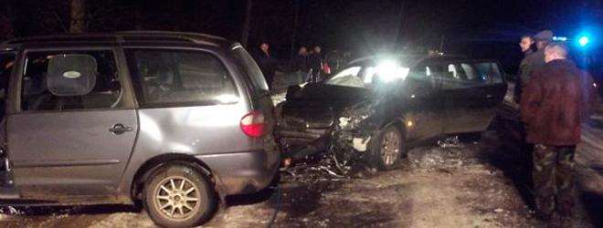 На скользкой дороге под Солигорском женщина выехала на «встречку» и врезалась в Opel (Фото)