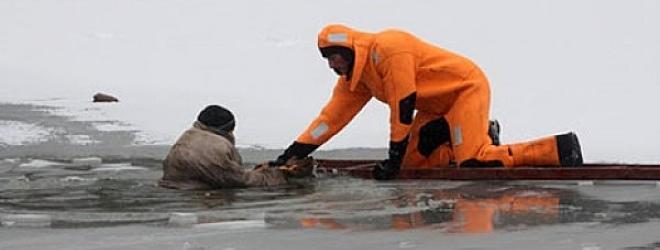 9 рыбаков побывали подо льдом Солигорского водохранилища 8 марта