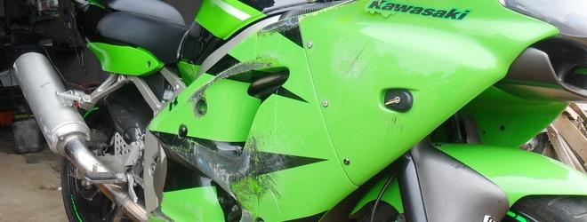 Начало мотосезона: мотоциклист с тяжелыми травмами доставлен в больницу