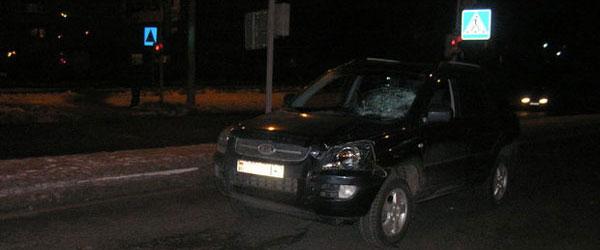 Пьяный водитель кроссовера сбил троих пешеходов на переходе